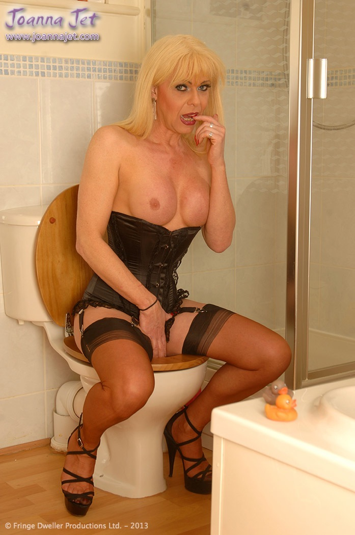 Mature tranny on toilet